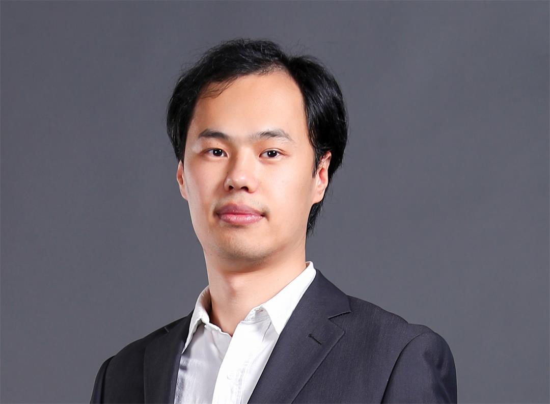 Wing Hu 胡唐骏 全身照的副本.jpg